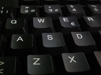 Top 3 Mistakes People Make When Typing With A Keyboard Wrist Rest – And Why You Need One